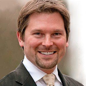 <center>Prof. Dr. Florian Pfeffel</center>